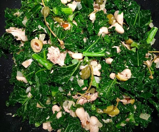 Kale, tuna, and white bean salad
